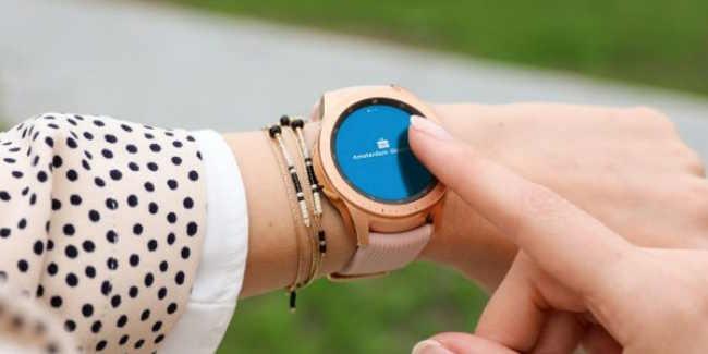 1510f53b381 Hallo, wij zijn de Smartwatch Dames (Celia en Missie) en we zijn altijd op  zoek naar beste en mooiste smartwatches voor vrouwen.